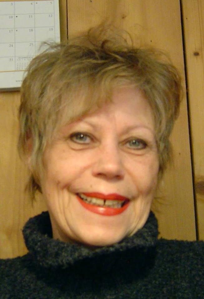 Lektorat: Portrait von Elsa Rieger, Autorin, Lektorin und Buchbloggerin