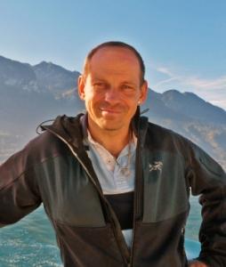 Portrait von Tom Oberbichler, Autor, Buchcoach und Schreibtrainer