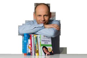 Tom Oberbichler, Buchmentor mit Taschenbüchern, die er begleitet hat