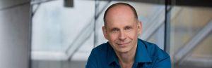 Portrait von Bestsellerautor, Buchmentor und Selfpublishing-Experten Tom Oberbicher