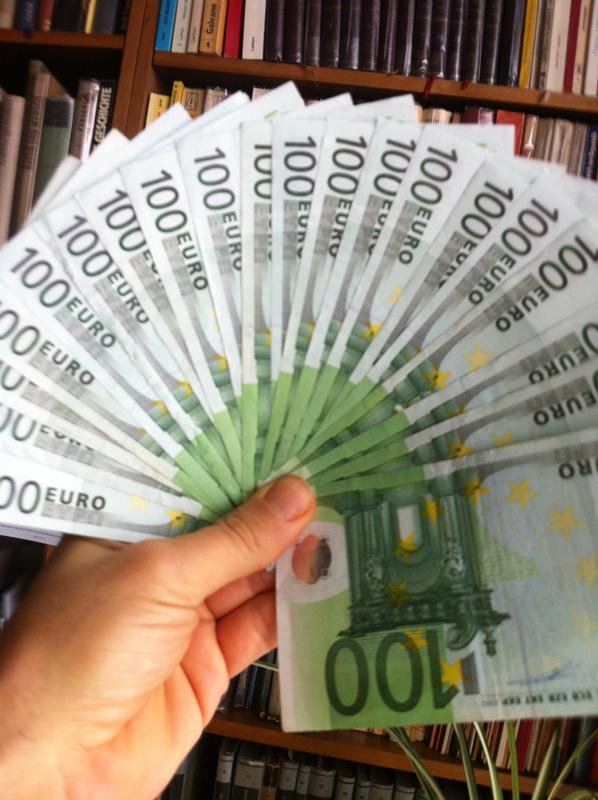 Geldfächer aus Hundert-Euro-Scheinen
