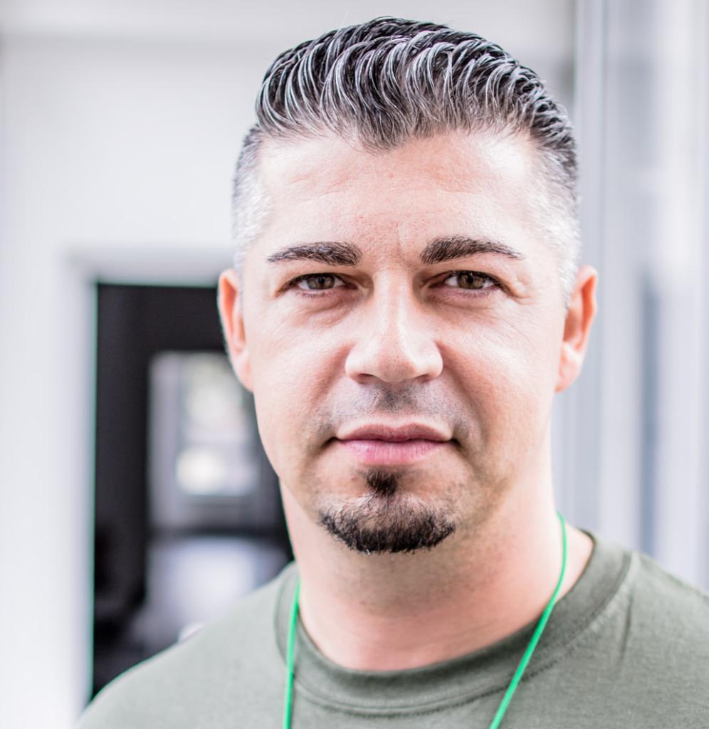 Portraitfoto von Dejan Novakovic